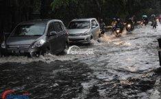 Tips Mengemudi Ketika Melewati Banjir