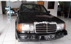 Dijual mobil Mercedes-Benz 230E 2.3 Manual 1989 Sedan