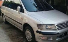 Dijual mobil Mitsubishi Chariot 2000