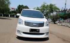Toyota NAV1 V 2013 Automatic