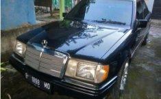 Dijual mobil Mercedes-Benz 200E W124 L4 2.0 Manual 1989 Sedan
