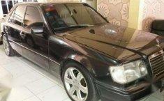 Dijual Mobil Mercedes - Benz 320 1988 siap pakai