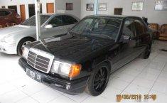 Mercedes-Benz 230E 1989