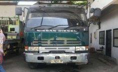 Dijual  Mobil Nissan UD Truck Tahun 1998  Asli Head Trailer Kepala Saja 8 Selinder