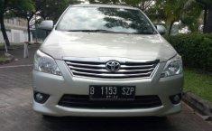 Toyota Kijang Innova V 2012
