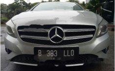 Dijual mobil Mercedes-Benz A200 Urban 2013 Hatchback