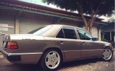 Mercedes-Benz 230E W124 1991 Sedan