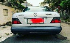 Mercedes-Benz 220E Tahun 1995