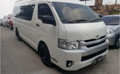 Toyota Hiace High Grade Commuter 2016 Van