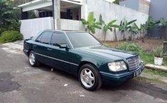 Jual  Mercedes-Benz 220E 1994