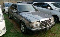 Jual mobil Mercedes-Benz 230E MT Tahun 1991 Manual