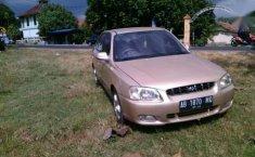 Jual mobil Hyundai Verna MT Tahun 2003 Manual
