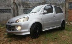 Jual mobil Daihatsu YRV Deluxe AT Tahun 2001 Automatic