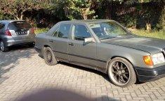 Jual mobil Mercedes-Benz 200E 2.0 Manual 1988