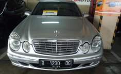 Mercedes-Benz 260E Tahun 2005