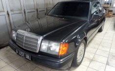 Mercedes-Benz 300E Manual Tahun 1986
