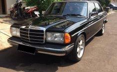 Mercedes-Benz 280E W123 1985 Sedan dijual