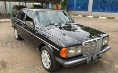 Mercedes-Benz 200 1977 dijual