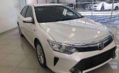 Toyota Camry V 2.5 AT 2015 dijual