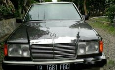 Mercedes-Benz 230E NA 1990 Sedan dijual
