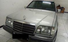 Mercedes-Benz E220 M/T 1995 dijual