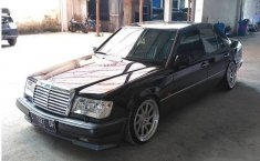 Mercedes-Benz 300E W124 3.0 Automatic 1990 Sedan dijual