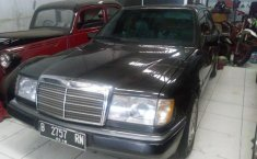 Mercedes-Benz 230E W124 1992 Sedan dijual