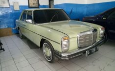 Mercedes-Benz 230E W123 L4 2.3 Manual 1976 Sedan dijual