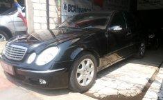 Jual mobil Mercedes-Benz 260E 2003