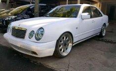 Mercedes-Benz W210 E230 MT 1996 dijual