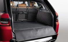 Paket Pilihan Land Rover untuk Kenyamanan Membawa Hewan di Dalam Mobil