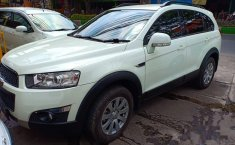 Chevrolet Captiva Pearl White 2012 SUV dijual