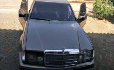 Mercedes-Benz 230E NA 1990 Sedan dijual
