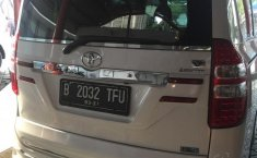 Jual mobil Toyota NAV1 Luxury V 2015