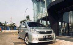 Toyota Isis AT Tahun 2005 Dijual