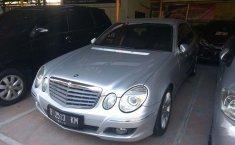 Mercedes-Benz E230 E230 2009 Sedan dijual