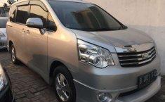 Jual mobil Toyota NAV1 Luxury V 2013