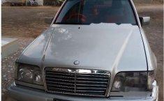 Mercedes-Benz E220 1994 dijual