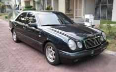 Mercedes-Benz E230 AT Tahun 1997 Dijual