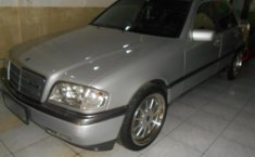 Mercedes-Benz 200 2.0 Manual 1995