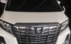 Mobil Toyota Alphard Automatic 2015