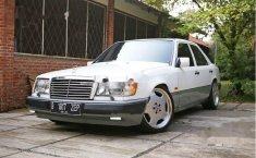 Mercedes-Benz E220 1995 Dijual