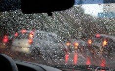 Mengemudi Saat Hujan, Ingat 3 Hal Ini Jika Ingin Selamat!