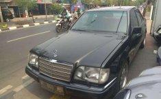 Mercedes-Benz 220E 1995 dijual