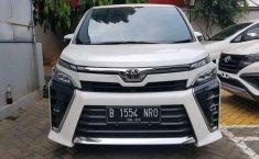 Toyota Voxy  2018 Putih