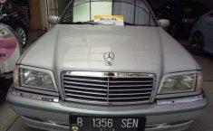 Mercedes-Benz C240 W203 2.6 V6 Sedan 2000