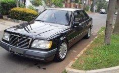 1995 Mercedes-Benz E220 dijual