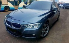 BMW 330i M Sport 2017 Abu-abu