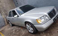 Mercedes-Benz 220E 1994 terbaik