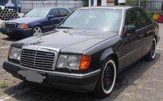1993 Mercedes-Benz E220 dijual